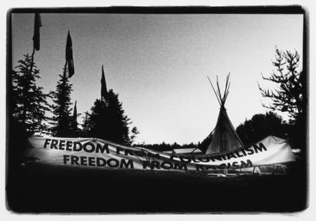 Banner on Grassy Narrows land, Ontario. Photographer: Jon Schledewitz.